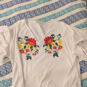 Zara embordered flower V-neck flared sleeve Tshirt